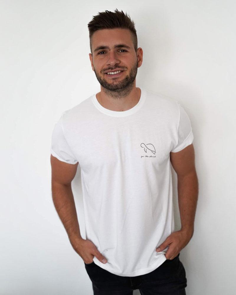 Mann trägt or the planet Shirt in Größe XL